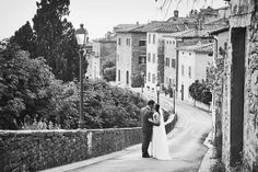 A romantic kiss....through the ancient streets of Cortona! Photo by Jules Bower
