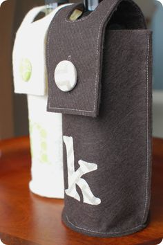 DIY:: Personalized Wine Gift Bags or great to hide mans whiskey bottle from guest Wine Bottle Gift, Bottle Bag, Wine Gifts, Whiskey Bottle, Water Bottle, Felt Gifts, Felt Diy, Handmade Felt, Crafts To Do