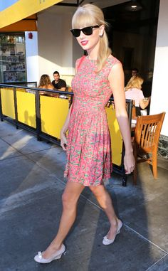 Taylor Swift picks the perfect summer dress for lunching in Beverly Hills. #style
