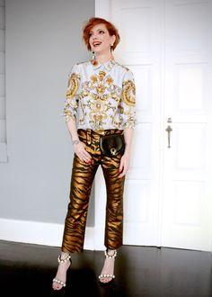 calça Kenzo, camisa Gucci vintage, pochete Ferragamo vintage, sandálias Jeffrey Campbell, brincos A Figurinista