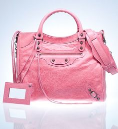 Pink Balenciaga Bag, and I want this too for christmas. Pink Balenciaga, Balenciaga City Bag, Balenciaga Handbags, Fashion Handbags, Purses And Handbags, Fashion Bags, Beautiful Handbags, Beautiful Bags, Bago