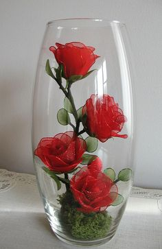 PHOTO ONLY ~ Small Red Rose Arrangement. Inspiration for putting handmade flowers in a glass. Nylon Flowers, Beaded Flowers, Diy Flowers, Fabric Flowers, Paper Flowers, Flowers Vase, Vintage Flowers, Rosen Arrangements, Red Rose Arrangements