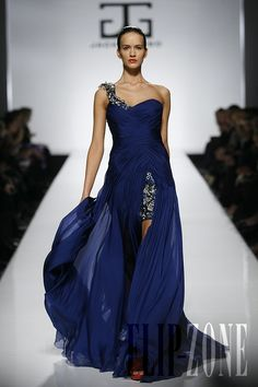 Jack Guisso - Couture - Spring-summer 2011 - http://en.flip-zone.com/fashion/couture-1/independant-designers/jack-guisso-2110