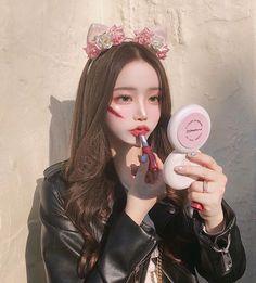 Cute Japanese Girl, Cute Korean Girl, Asian Girl, Ulzzang Girl Selca, Ulzzang Korean Girl, Korean Makeup Tips, Girl Korea, Uzzlang Girl, Korean Couple
