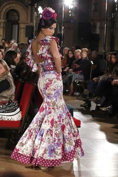 """Pepa Garrido presentó en la Pasarela We Love Flamenco su colección """"Puro Garrido"""". Una colección con vestidos que nos hacen retroceder en el tiempo para encontrarnos con los trajes cana…"""