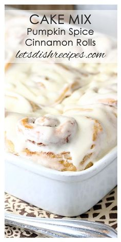 Cake Mix Pumpkin Spice Cinnamon Rolls: These incredibly soft and fluffy cinnamon rolls start with a spice cake mix for wonderful fall flavors in every bite! Just Desserts, Delicious Desserts, Yummy Food, Baked Donuts, Doughnuts, Baking Recipes, Bread Recipes, Yummy Recipes, Vegetarian Recipes