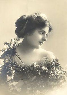 Vintage photograph from http://magicmoonlightfreeimages.blogspot.com/