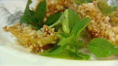 Kroepoek van aardappelschillen met kruidenmayonaise en pladijs
