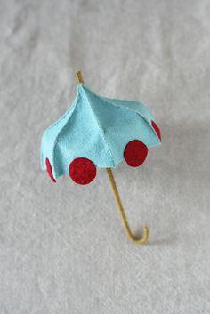 Ce petit parapluie est juste cette chose pour le printemps, la pluie ou briller ! Cest aussi une taille idéale pour être transporté par le Prince grenouille (modèle pour le prince grenouille vendu séparément). Il est livré avec des instructions étape par étape et 12 photographies en couleur illustrant clairement le processus. Modèle sera envoyé une fois que le paiement est reçu. Patientez 24 heures pour la livraison. Sil vous plaît part fini les photos de vos créations de threadfollower…