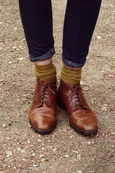 Senfgelbe/Dunkelgrüne Socken Here is Estilo-Tendances guide on how to wear the ultimate shoe trend for Autumn/Winter - lace up! Look Fashion, Fashion Shoes, Autumn Fashion, Classic Fashion, Mens Fashion, Girl Fashion, Leather Fashion, Fashion Clothes, Fashion Outfits