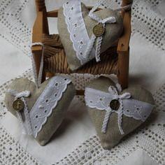 Petit coeur lin et broderie anglaise blanche / lavande 10 x 10