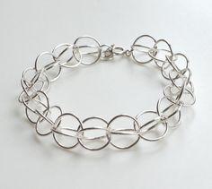 Armbånd laget av store sølvringer
