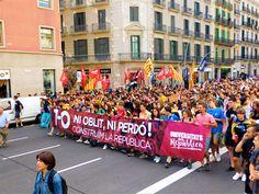 Mise zahrnující 4 dny plné chození, milých i nemilých překvapení, krásných zážitků, demonstrací i poznání úchvatných míst v perle Katalánska. Připoutejte se, vyrážíme..