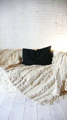 Handira Vintage Moroccan Wedding Blanket by lacasadecoto on Etsy, €195.00