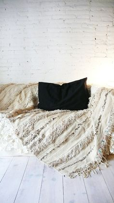 Handira  Vintage Moroccan Wedding Blanket by lacasadecoto on Etsy, €195.00