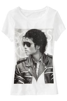 Old Navy Michael Jackson Tee Cool Graphic Tees, Graphic Shirts, Graphic Design, Michael Jackson Merchandise, Michael Jackson Youtube, Jackson Music, Old Navy T Shirts, Tour T Shirts, Vintage Men