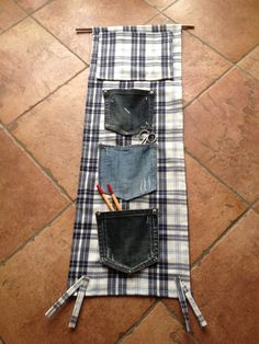 Riciclo utile. Con ritagli di stoffa e tasche di jeans usurati, reinvento un portatutto.