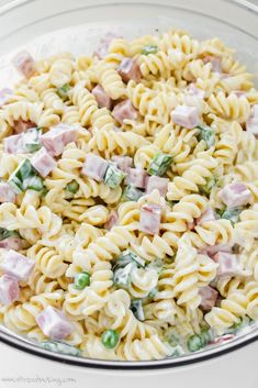 Copycat Ruby Tuesday Pasta Salad Copycat Ruby Tuesday Pasta Salad My homemade copycat version of Ruby Tuesdays pasta salad Perfect for a summer party stressbaking Copyca. Ruby Tuesday Pasta Salad Recipe, Ruby Tuesday Recipes, Mayo Pasta Salad Recipes, Apple Salad Recipes, Cold Pasta Recipes, Homemade Pasta Salad, Ham Pasta, Macaroni Salad, Pasta Dishes