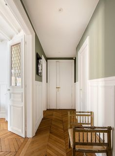 Aix En Provence, Wooden House, Wainscoting, First Home, Home Renovation, Entrance, Mudroom, Living Spaces, Sweet Home