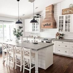 The Top Country Farmhouse Kitchen Design Ideas To Modify Your Kitchen style Country Kitchen Farmhouse, French Country Kitchens, Modern Farmhouse Kitchens, Farmhouse Decor, Farmhouse Design, Farmhouse Ideas, Small Kitchens, Rustic Kitchen, Colonial Kitchen