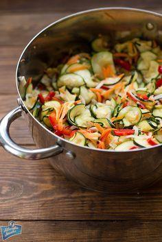 Sałatka z cukinii na zimę Canning Recipes, Salad Recipes, Healthy Tips, Healthy Recipes, Home Canning, Polish Recipes, Polish Food, Pasta Salad, Side Dishes