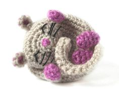 I am sure you will change your mind about mice after meeting a cute dormouse! Have your own little dormouse with this easy amigurumi pattern.