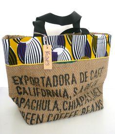 grand cabas en sac de café recyclé, wax noire et jaune, passepoil jaune Burlap Coffee Bags, Coffee Bean Bags, Hessian Bags, Burlap Tote, Jute Bags, African Accessories, Bag Accessories, Diy Sac, Feed Bags