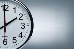 Gleitzeit und ihre Bedeutung - Arbeitsrecht 2020 Clock Spider, Employee Turnover, Clocks Go Back, Time Of Day, Flexible Working, Space Photos, Do Everything, Law School, Time Management