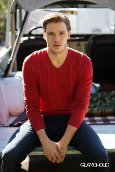 Dominic Sherwood Teases 'Shadowhunters' Season Two with 'Glamoholic': Photo Dominic Sherwood holds onto his dog Boo in this cute shot from Glamoholic magazine. The actor opened up to the glossy about Shadowhunters, teasing… Vampire Academy, Shadowhunters Actors, Shadowhunters The Mortal Instruments, Dominic Sherwood Shadowhunters, Clary Und Jace, Clary Fray, Shadow Hunters Cast, Jace Lightwood, Fangirl