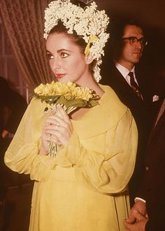 Iconic weddings: Elizabeth Taylor and Richard Burton - In her hair, the award-winning star wore of the valley and white Elizabeth Taylor, Yellow Wedding Dress, Colored Wedding Dresses, Yellow Dress, Bridal Dresses, White Dress, Celebrity Wedding Dresses, Celebrity Weddings, Celebrity News