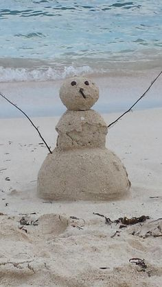 I love the beach! Do you want to build a snowman? Thought Pictures, Cool Pictures, Sand And Water, I Love The Beach, Out To Sea, Coastal Christmas, Jingle All The Way, Beach Cottages, Ocean Beach