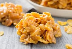 Best Corn Flakes and Peanut Butter Cookies (Only 5 Ingredients! Corn Flakes Peanut Butter, Peanut Butter Cookies, Cereal Recipes, Cookie Recipes, Dessert Recipes, Cornflake Recipes, Easy No Bake Cookies, Cornflakes, Desserts With Biscuits