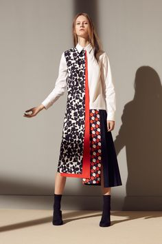 See the complete Victoria, Victoria Beckham Pre-Fall 2016 collection.