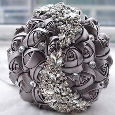 Elegant Wedding Bridal Bouquets Crystal Bouquet Rhinestone Brooch Holding Flowers Handmade Satin Rose Flowers High Quality Wedding Supplies