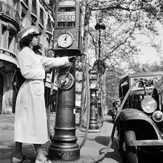 Vintage shots from days gone by! Drive In, Old Gas Pumps, Vintage Gas Pumps, Old Pictures, Old Photos, Vintage Photographs, Vintage Photos, Pompe A Essence, Old Gas Stations