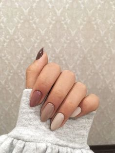 Nails with faded colors - ChicLadies.uk - Nails with faded colors – ChicLadies.uk Source by darquiseval Almond Nail Art, Almond Acrylic Nails, Summer Acrylic Nails, Best Acrylic Nails, Rounded Acrylic Nails, Classy Almond Nails, Simple Acrylic Nails, Dream Nails, Love Nails