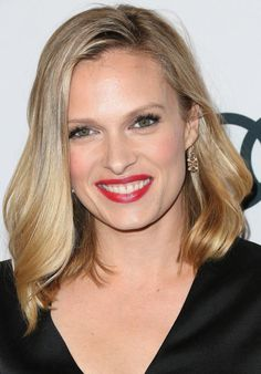 Hairstyles for Oval Faces: The 20 Most Flattering Cuts: Try a Bob to Show off Chin, Cheekbones