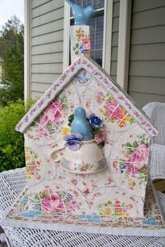 12 patterns of china transformed this old birdhouse into a shabby chic objet d'art that would look at home on any bookshelf.
