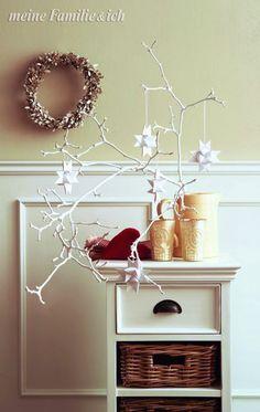 Winterstimmung Im Zimmer: Weiße Fröbelsterne An Weiße Angemalten Zweigen  Aufhängen Burdafood.net Archiv