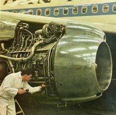 Pan Am 707 and mechanic