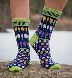 Ravelry: Krokussokker/Crocus Socks pattern by Cecilie Kaurin and Linn Bryhn Jacobsen Crochet Socks Pattern, Loom Knitting Patterns, Crochet Shoes, Knit Crochet, Knitting Tutorials, Crochet Granny, Stitch Patterns, Knitted Slippers, Wool Socks