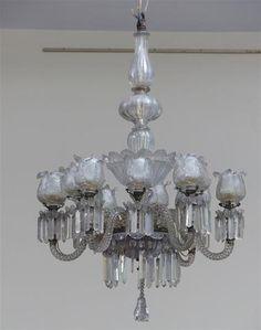 LUSTRE en verre et cristal à douze lumières à pampilles. Fin du