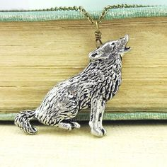 Wild Life Designs Wild Wolf Necklace Pendant Pewter ($23) ❤ liked on Polyvore featuring jewelry, necklaces, cable chain necklace, pewter pendant, pendant jewelry, pendant necklace and pewter jewelry