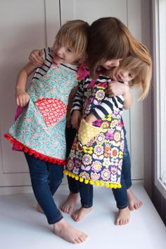Great apron for Layla. Aesthetic Nest: Sewing: Child's Reversible Fat Quarter Apron (Tutorial and Pattern)