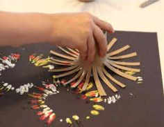 Easy fireworks painting idea for toddlers and preschoolers, using DIY toilet paper roll firework stamps. Toilet Roll Craft, Toilet Paper Roll Crafts, Paper Crafts, Preschool Art Activities, Painting Activities, Painting For Kids, Art For Kids, Toddler Crafts, Crafts For Kids