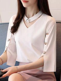 Bright Button Solid Color Half Sleeve Chiffon Shirt Tips to Wearing a Floral Chiffon Blouse There ar Kurti Sleeves Design, Kurta Neck Design, Sleeves Designs For Dresses, Neckline Designs, Dress Neck Designs, Sleeve Designs, Blouse Designs, Pantalon Costume, Chiffon Shirt