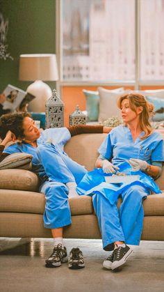 Cristina Yang, Meredith E Derek, Meredith And Christina, Greys Anatomy Derek, Greys Anatomy Funny, Greys Anatomy Cast, Grey Anatomy Quotes, Blue Aesthetic Pastel, Gray Aesthetic