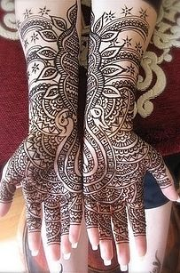 Henna mehndi designs for hands are popular in the whole World. Henna mehndi designs are available in wide range of designs and styles. These henna mehndi Black Mehndi Designs, Pakistani Mehndi Designs, Stylish Mehndi Designs, Wedding Mehndi Designs, Arabic Mehndi Designs, Beautiful Henna Designs, Beautiful Mehndi, Mehndi Designs For Hands, Rajasthani Mehndi