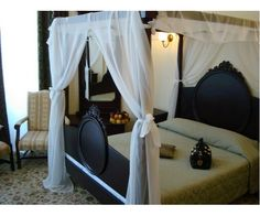 Bucharest, Front Desk, Outdoor Furniture, Outdoor Decor, Car Parking, Guest Room, Stele, Toddler Bed, Pets