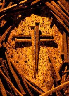Jesus died on the cross for your sins & my sins. Esos clavos son la más grande muestra de amor por la humanidad.
